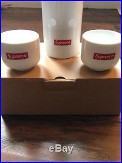 Supreme Sake Set NIB FW17 New York Box Logo Sake Bottle with 2 Cups